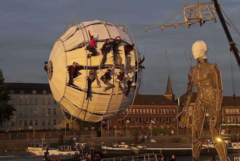 La Fura dels Baus in Duisburg-Ruhrort Mercatorinsel Ruhr 2010 Kulturhauptstadt
